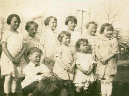 Children 1923 no border